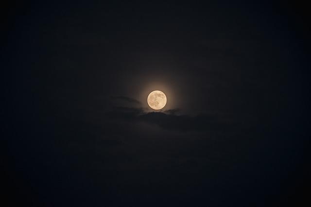 moon-1543610_640.jpg