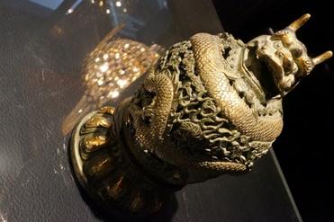 龍透かし彫り香炉